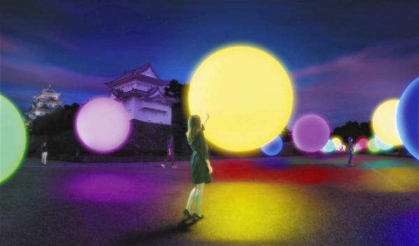 「チームラボ 浮遊する、呼応する球体-名古屋城」展示イメージ