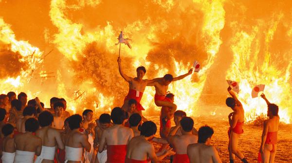 勝部の火祭り=今年1月