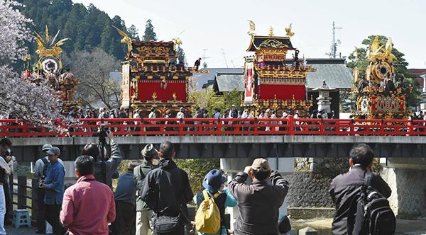 春の高山祭=昨年