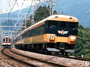 2004年まで近鉄名古屋駅-湯の山温泉間で運行していた特急列車(近鉄提供)