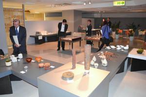 全国の若手作家らの工芸品が並ぶクラフト展会場