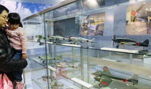 土井武夫氏が設計に携わった航空機の模型=各務原市下切町のかかみがはら航空宇宙科学博物館で