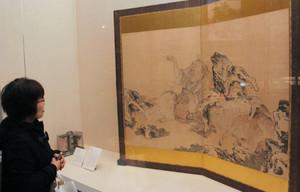 ヒツジと関係のある資料が並ぶ会場=長浜市元浜町の曳山博物館で