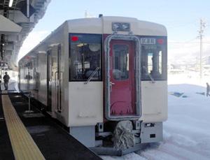 新しいデザインとなった飯山線の車両=JR東日本長野支社提供