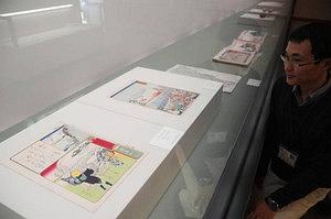 ハマグリを焼く様子が描かれた浮世絵=朝日町歴史博物館で