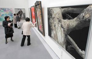 力作が並ぶ白日会展名古屋展=名古屋・栄の県美術館ギャラリーで