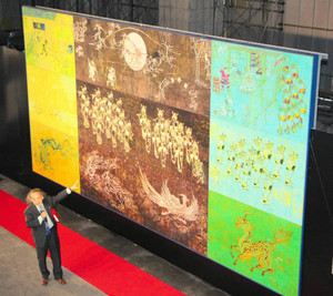 富山駅東西自由通路で披露された壁画「富山市夜遊図~宮廻正明」