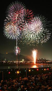 写真は昨年の全国選抜長良川中日花火大会