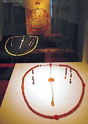 清朝の皇族たちが着用した2種類の朝珠