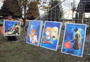 JR敦賀駅前広場に設置されるイラスト板。夜間は点灯される=敦賀市内で