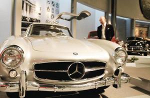 新たに戦後の車両を中心に展示した館内=長久手町長湫のトヨタ博物館で