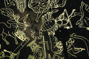 最新プラネタリウムで映し出した星空の映像=いずれも能登町上町の満天星で