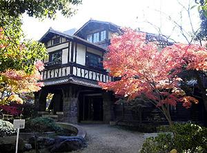 山荘風の外観で迎賓館として使われた聴松閣=名古屋市千種区法王町で(市提供)