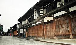 高岡の鋳物発祥の地といわれ町屋建築が美しい金屋町=富山県高岡市で
