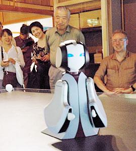 高橋さんが制作した「MURASAKI」=大津市の石山寺で