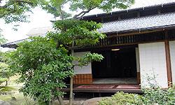 中庭から眺めた森川家の書院。簡素だが人を飽きさせない=一宮市大和町苅安賀で