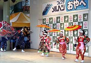 小矢部市の魅力を多彩に伝えた「フェスタ・メルヘンおやべ」=名古屋市のアスナル金山駅前広場で