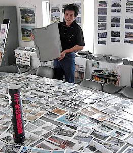 いぶし瓦の良さを伝える記録写真を公開した「魅力展」=高浜市青木町の我羅里ibushiで