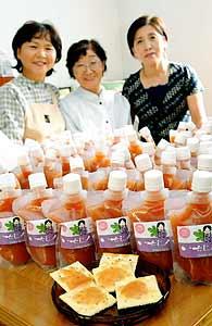 農家の女性が開発したイチジクソース=安城市北山崎町で