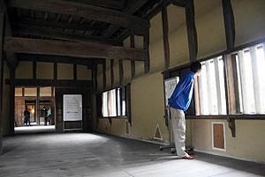 12年ぶりに公開された佐和口多聞櫓。広々とした室内に自然光が注ぐ=彦根城の佐和口多聞櫓で
