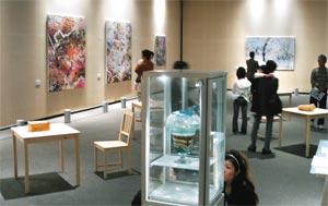 現代アートの8人が出展した作品展=静岡市駿河区の県立美術館で