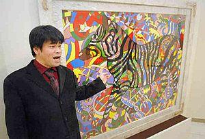 会場で作品について説明するジミー大西さん=名古屋市中区の三越名古屋栄店で
