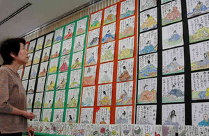 絵手紙で描かれた小倉百人一首の読み手百人=伊賀市上野東町で