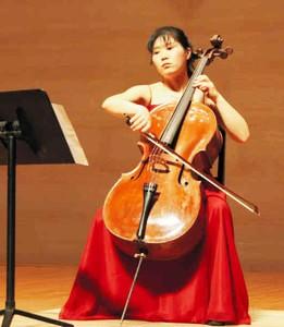 14日に帰国記念リサイタルを開く市古洋子さん=碧南市芸術文化センターで