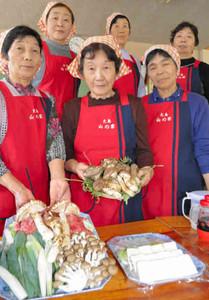 予約客に提供するマツタケの料理=喬木村大島の「山の家」で