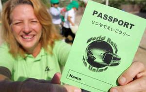 """表紙に地球とリニモがデザインされた""""パスポート""""=長久手町で"""