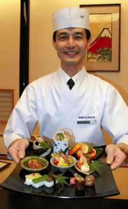 「ヘルシー美濃薬膳」を紹介する森義雄さん=岐阜市の岐阜グランドホテルで