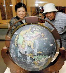 安土桃山時代に作られた地球儀などが展示される会場=名古屋市中村区の市秀吉清正記念館で