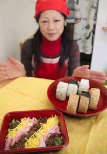 松阪牛などの地元食材を使ったそぼろご飯とおにぎり=松阪市船江町で