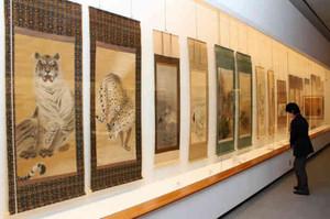 滋賀ゆかりの日本画の数々=大津市の県立近代美術館で