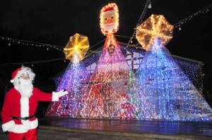 事前公開された日本昭和村のクリスマス・イルミネーション=美濃加茂市で