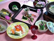 ニジマスと半固豆腐の刺し身などが特徴の清流の料理