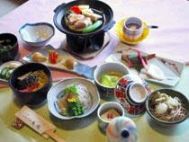 地鶏の陶板焼きやそばが特徴のバードハミング鳥越の料理