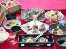 温泉蒸しせいろやくずし豆腐のあんかけなどが特徴の御前荘の料理