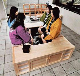 加賀温泉郷のPRに使う「移動式足湯」=加賀市山代温泉北部で