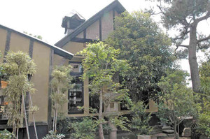 温泉街の新名所として整備される旧杉田定一別荘=あわら市の同別荘で