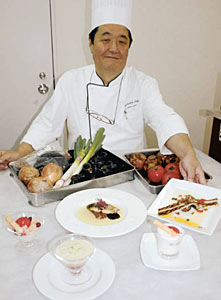 県産のタマネギや水ナス、トマトなどを使ったフランス料理=富山市で