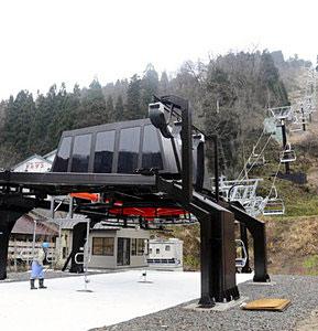 完成した金沢セイモアスキー場の第1クワッドリフト=白山市河内町で