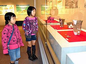 新川地区の考古学に貢献した佐度忠作の展示会=黒部市宇奈月町下立で