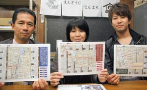 「ぜひ実際に歩いて、時代ごとの風情を感じてほしい」と話す(左から)岩切さん、飯田さん、花田さん=名古屋市西区の円頓寺本町商店街で