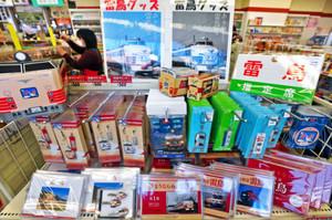 廃止を前に人気に拍車がかかる雷鳥グッズ=福井市中央1のちゃお福井で