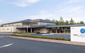 24日にリニューアルオープンする「琵琶湖レークサイドゴルフコース」=守山市木浜町で