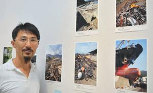 写真を撮りながら被災地を巡った福地孝宏さん=名古屋市東区の市民ギャラリー矢田で