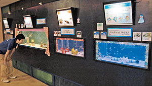 魚の体色や模様の不思議を紹介している特別展=魚津水族館で