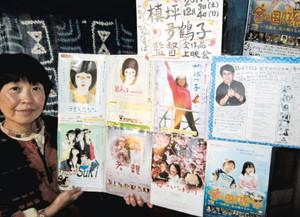 槙坪多鶴子監督の追悼映画上映会への参加を呼び掛ける木島知草さん=松本市で