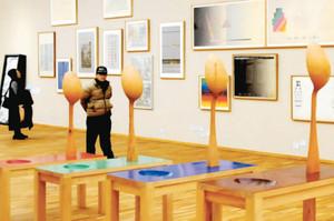 田口、安藤基金両コレクションの所蔵品が並ぶ会場=岐阜市宇佐の県美術館で
